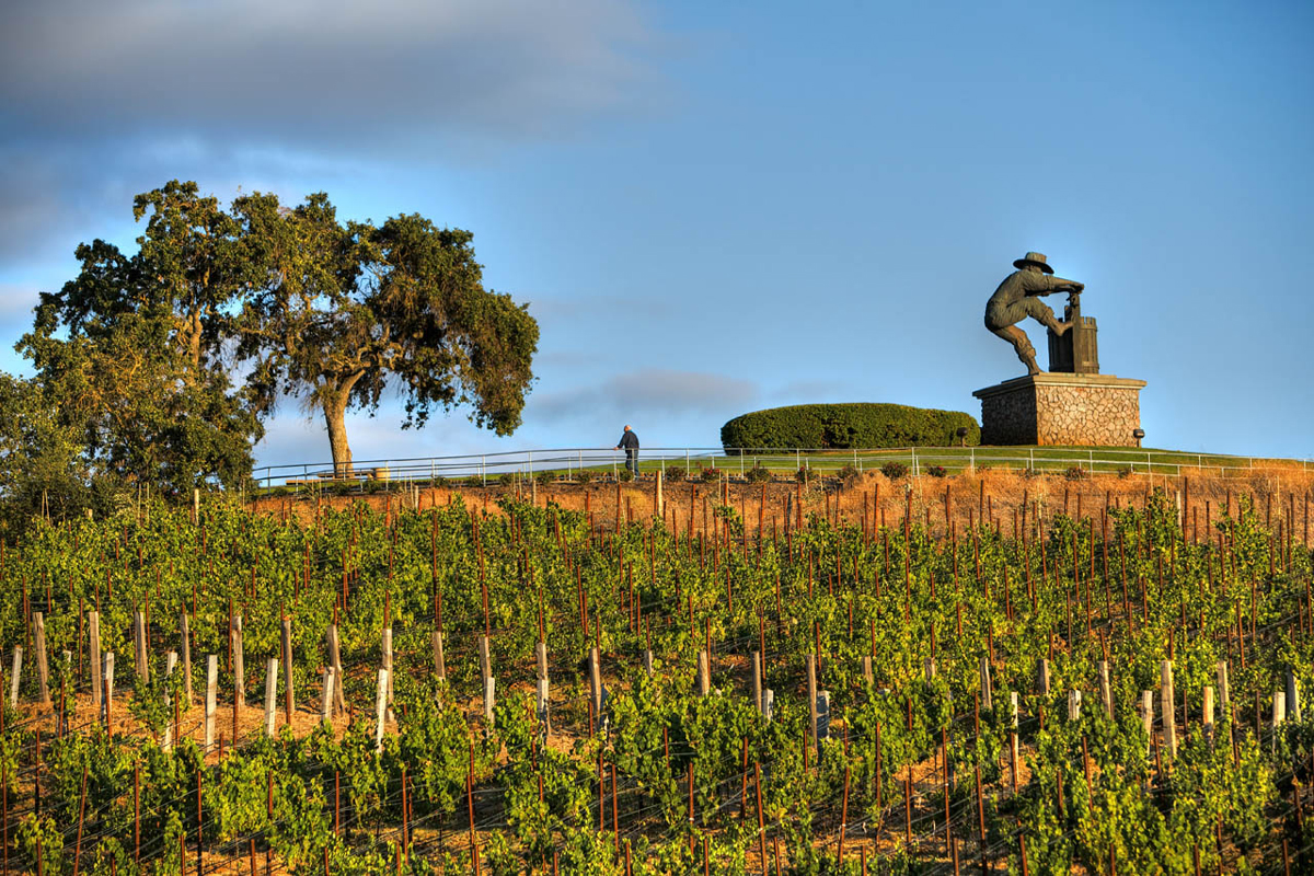 PIC-Grape-Crusher-Statue